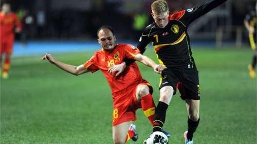 De Bruyne got the better off Lazevski to score the first Belgian goal; photo: fifa.com