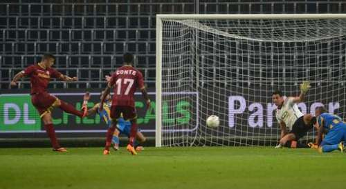 Trajkovski shoots wide from a good position; photo: hln.be